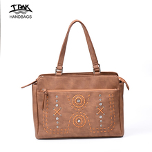 Guangzhou factory 2018 special purpose bags fashion lady embroidery PU leather stud women purses handbags