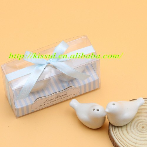 2016 Newest Wedding souvenirs Love birds Ceramic Salt and Pepper Shakers Wedding Favors for Guests 3 Colors