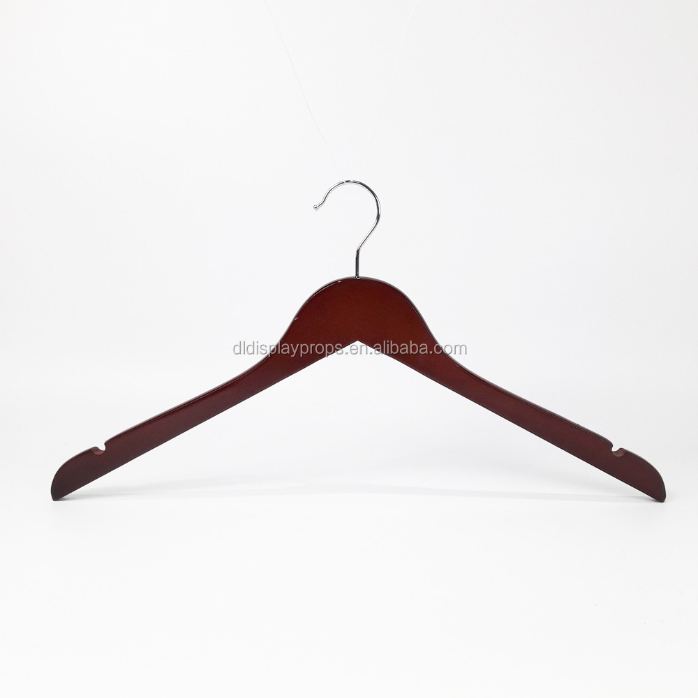 DL747 cheap shirt hanger red brown color wooden hanger with U-notice garment display antique wood hangers for clothes