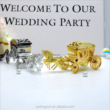 Gold and Silver carriage shape moving wedding favor plastic red bean boxes with roof