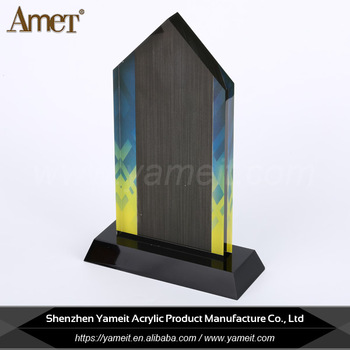 Hot Sell Customized Shape Black Base Screen Printing Triangle Acrylic Trophy
