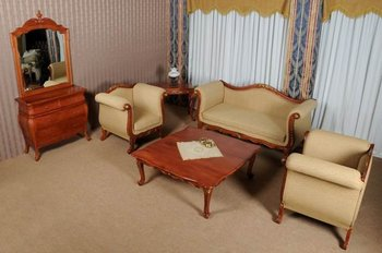 ANTIQUE LIVING ROOM furniture