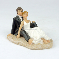 Wholesale Funny Wedding Cake Decoration /snuggle Bride Groom Resin Figurines Wedding Cake Topper