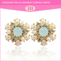 2016 ecofriendly material zinc alloy crystal trending gold earrings designs for girls