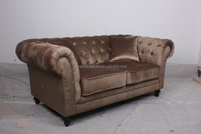 Loveseat velvet Chesterfield Couches antique furniture Kensington button sofa