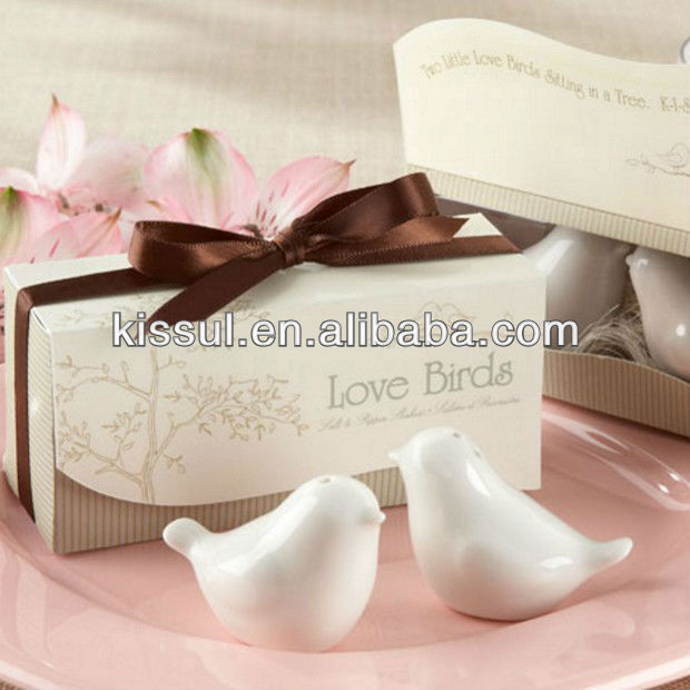 Classic wedding souvenirs Love birds ceramic Salt and Pepper shaker Wedding Favors for Cheapest Wedding <strong>gift</strong> Free shipping