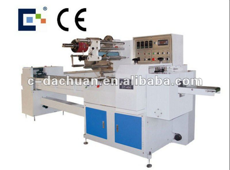Automatic feeding cookies packaging machine
