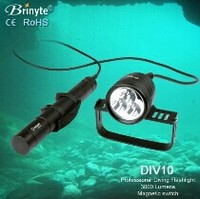 Max powerful 3000 Lumens diving flashlight/diving light with CE/RoHS/GS/FCC
