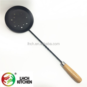 Out door kitchen tool pre seasoned non stick cast iron BBQ fireplace chestnut roaster mesh pan with wooden long handle