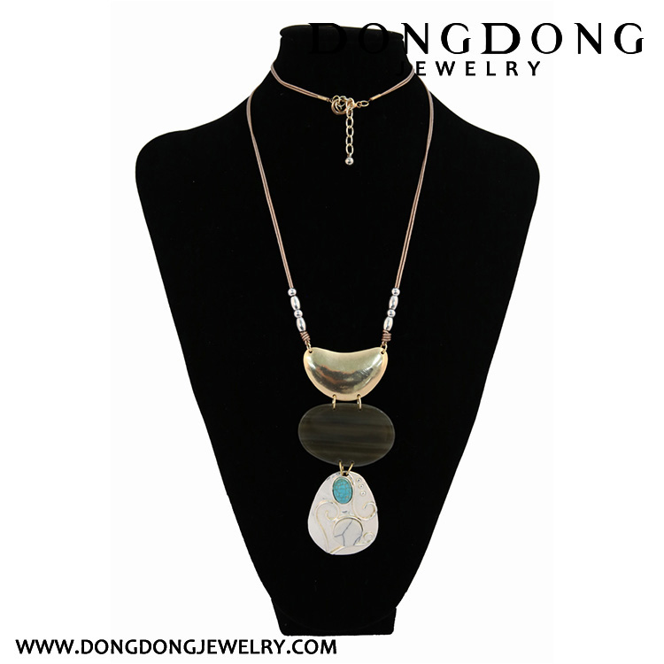CL112 decorative alloy and resin pendant necklace fashion jewelry necklace