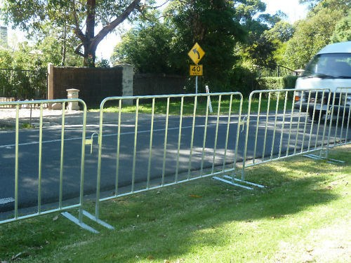 Portable temporary pet construction safety barrier yard