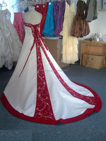 sj2049 newest real picture sweetheart ball gown beaded white and red embroidery wedding dress