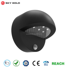 Outdoor light control 6 LED power lamp garden decoration color changing solar crackle glass ball led wall light