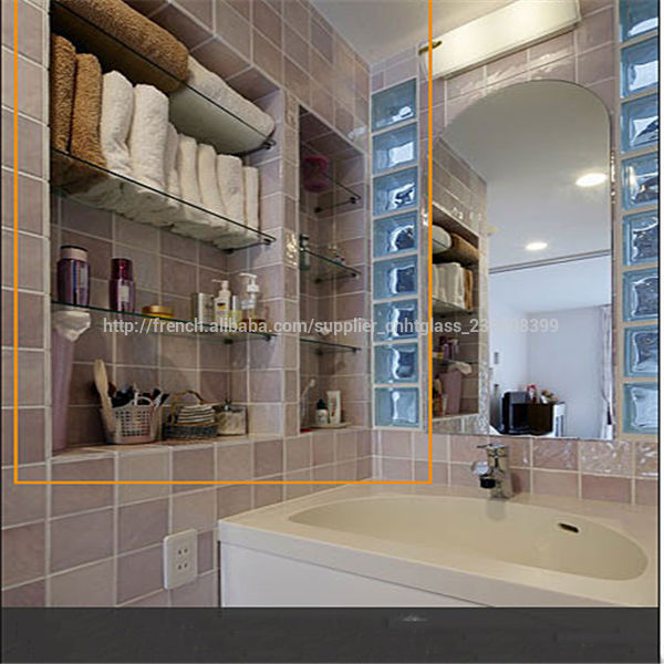 Tag re en verre de salle de bains en laiton maquillage for Etagere murale salle de bain