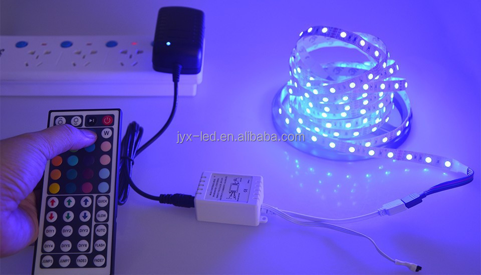IP20 remote controlled battery operated led strip light Blister Pack flexible LED Strip Set SMD5050 RGB