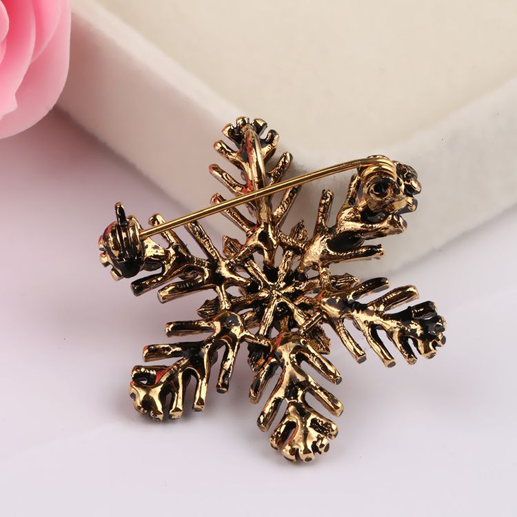 Fashion Creative Gift Color Crystal Brooch Pins Jewelry Suit Decorative Corsage Christmas Snowflake Brooch