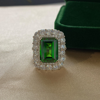 Wholesale customization New design 925 sterling silver ring emerald diamond high-grade jewelry Wedding ring