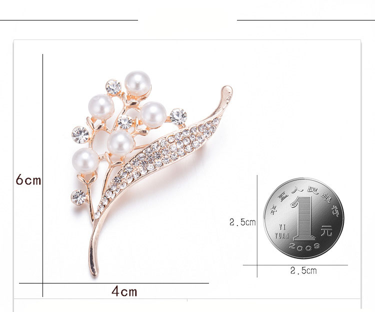 Wholesale New Style Leaf Shape Alloy Freshwater Pearl Rhinestone  Crystal Clothes Accessories Brooch for Women