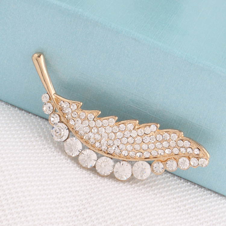 Trade Assurance New Fashion Style Crystal Rhinestone Brooches Pearl Women's Jewelry Brooch for Clothing Accessories Wholesale