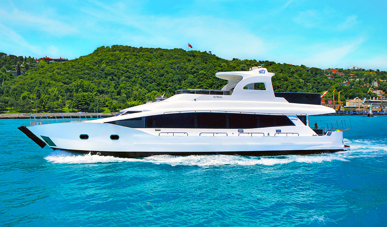 Affordable Motor Luxury Super Yachts Classic Fiberglass Speed Boat with best prices