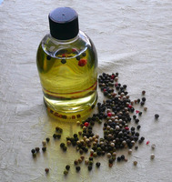 100% Natural Aromatic Essential Oil Black Pepper Oil Best Price Wholesale
