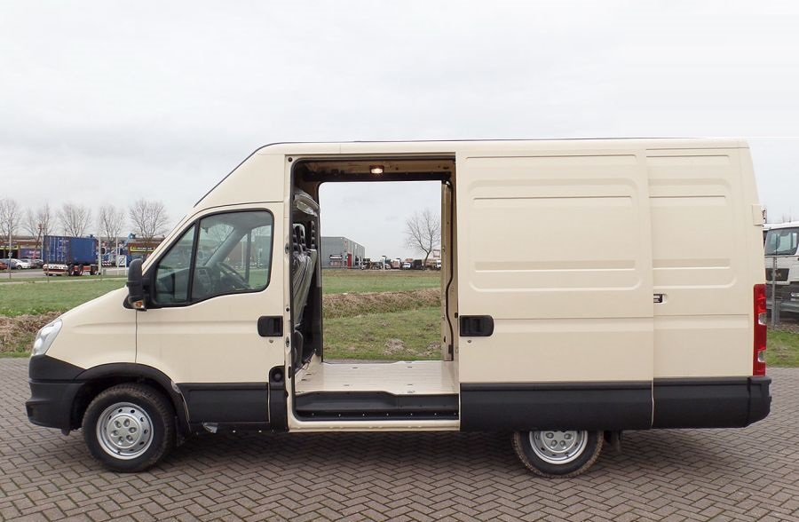 100 units Iveco Daily 35S15 RHD 4x2 Europe