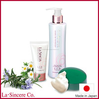 Fresh water-based La SINCIA cleansing gel for clear pores