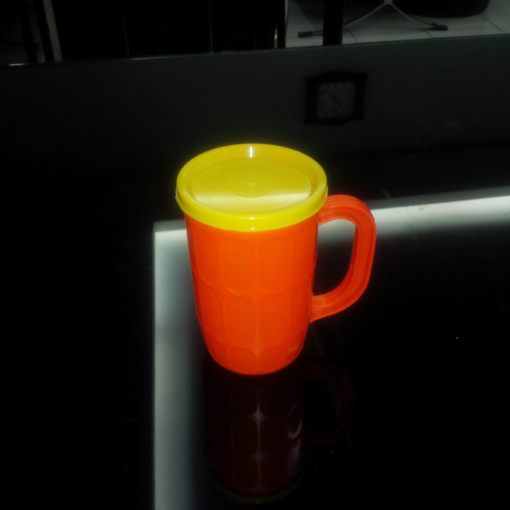 Cheap small colorful plastic beer mug with lid