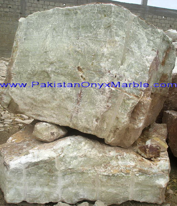 HIGH QUALITY LOW PRICE ONYX BOULDERS AND HAND PICK