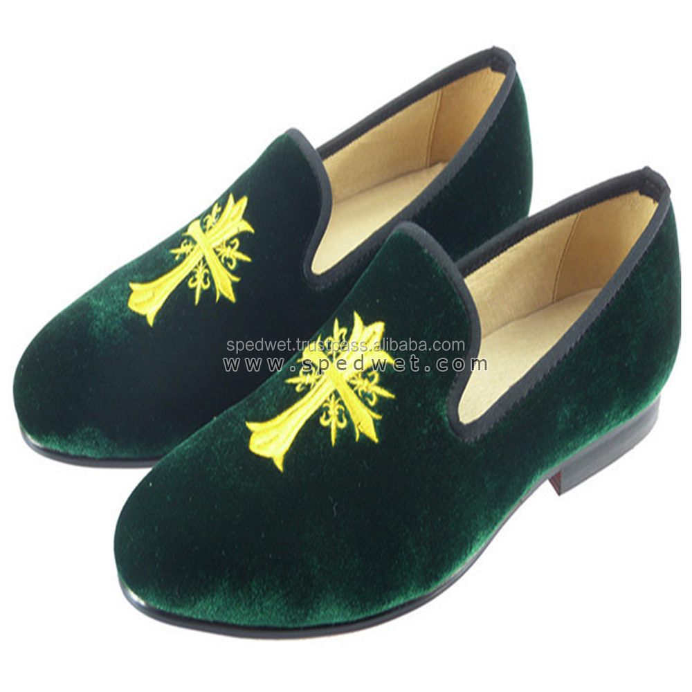 Vintage 2017 casual classical mens slippers loafers embroidered moccasins green velvet men dress shoes