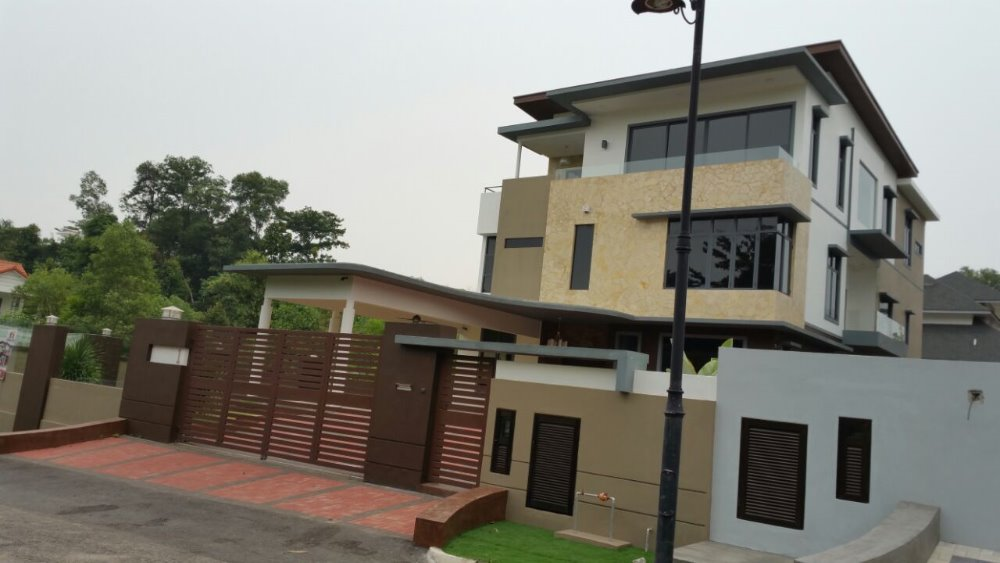 3 STOREY BUNGALOW HOUSE