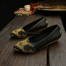 Leather Shoes with Woven Sonket