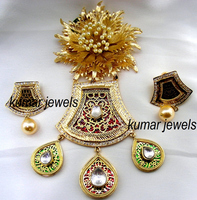 Fancy Kundan ig Pendant Set