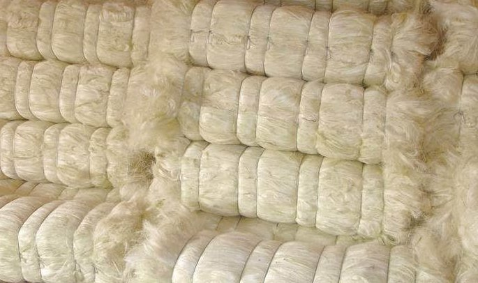 handmade natural sisal fibers available in bags of 1 kg suitable for fiber stores and for school and college