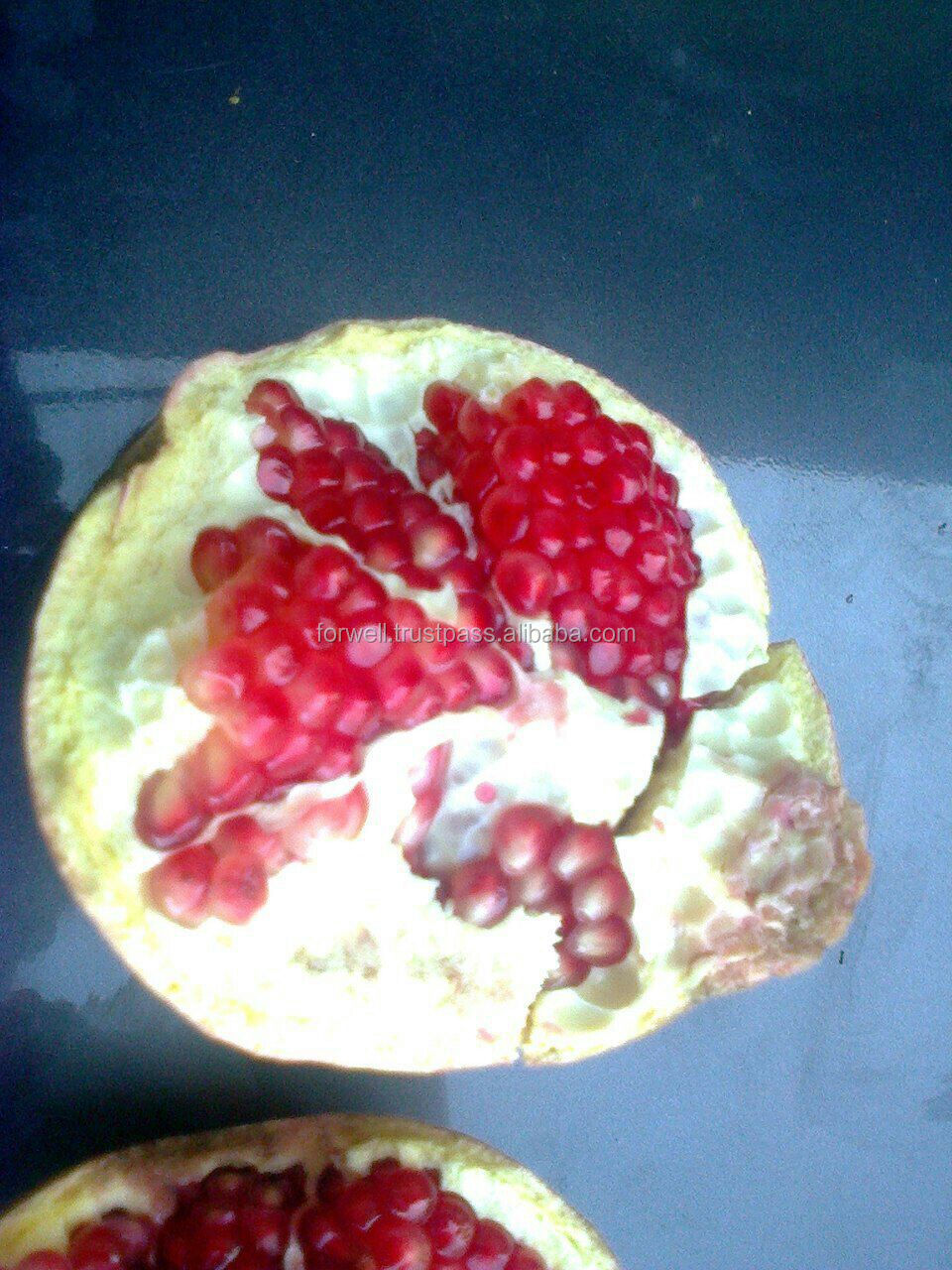 american Pomegranate specification : Hard Dark Red Color of Pomegranate crop