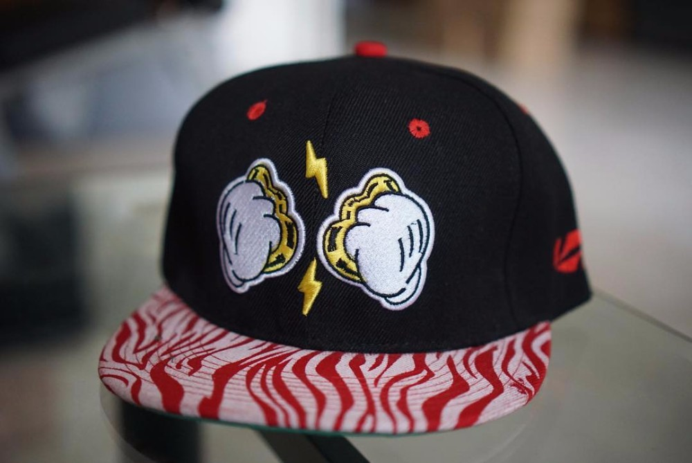Cheap snapback at wholesale rate with embroidered logos and metal logos