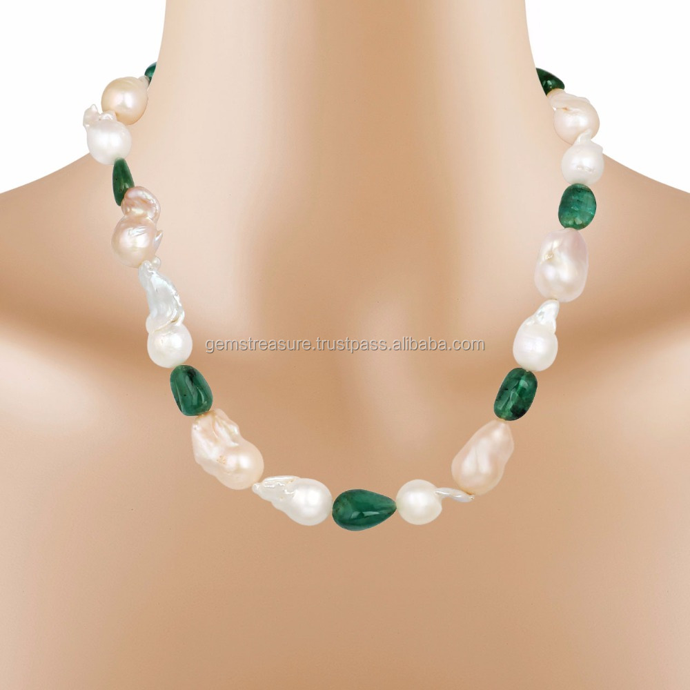Magnificient Natural Emereld Gemstone and Pearl Baroke Necklace