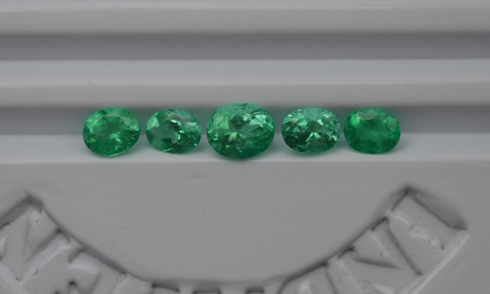 "10.99 cts Emerald Stone Colombian emerald ""Cut Oval"""