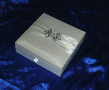 Royal Wedding invitations box with sweet slot high-end Silk wedding invitation box with ribbon and buckles sweet space available
