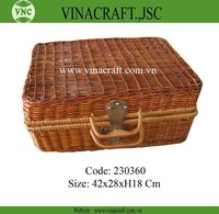 Woven wicker hamper empty picnic basket with lid and handle