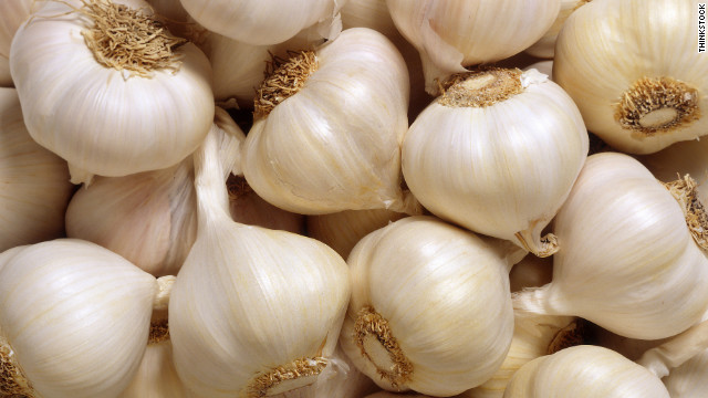 White fresh natural garlic for any market