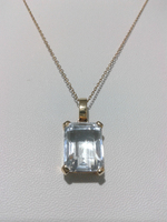 18 KT Gold pendant set with 1 Aquamarine