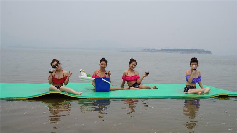 Água profissional equipamentos de jogo tapete de espuma de macarrão piscina de água flutuante à prova d' água com alta qualidade