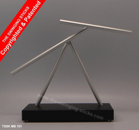 THE SWINGING STICK KINETIC SCULPTURE IRON MAN 2 OFFICE TOY
