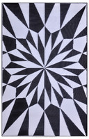PLASTIC MAT IN GEOMETRIC DESIGN