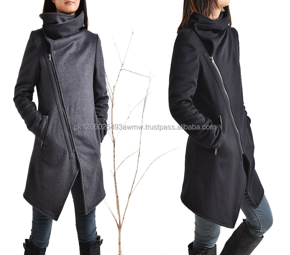 Coat in Wool Blend With Funnel Neck and zip with side pockets woman jacket