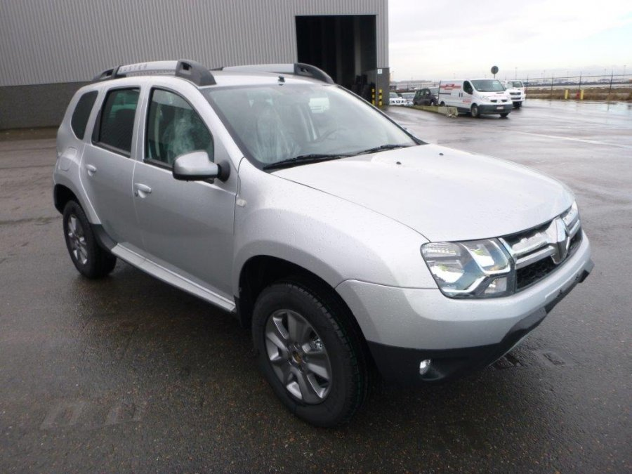 renault duster 1 6l essence deluxe 4x4 tout neuf ref 1857. Black Bedroom Furniture Sets. Home Design Ideas
