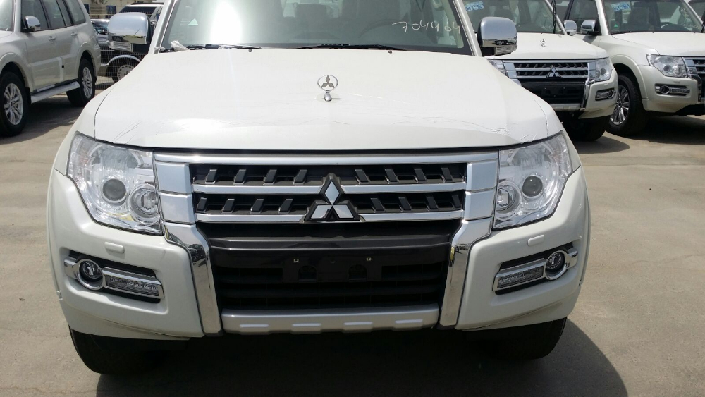 Mitsubishi Pajero 3.5L GLS full options 15MY