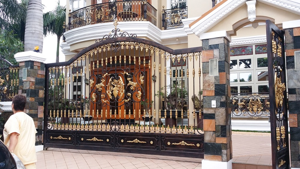 Customized Decorative Wrought Iron Gates