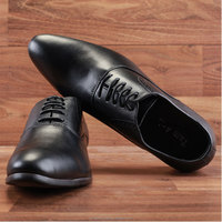 High-class men leather dress shoe with Oxford style